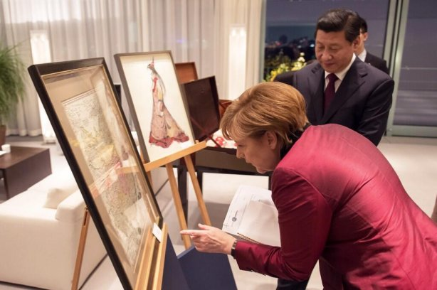 """Ангела Меркель подарила Си Цзиньпину """"первую точную карту Китая"""" @RegSprecher"""