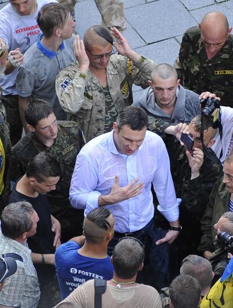 Майдановцы, похоже, политика не слышат... Фото Укринформ