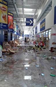 """Разграбленный террористами """"Метро"""" в Донецке"""