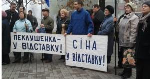 В Запорожье активисты пикетирую мэрию, и готовятся проводить люстрацию
