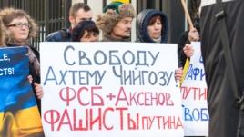 Акция протеста под посольством России в Польше, 1 февраля 2015 года