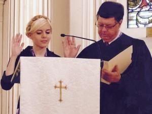Соломия Гонгадзе принимает присягу молодежного губернатора штата Вирджиния  Фото: Myroslava Gongadze / Facebook