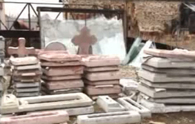 Надгробия приехали на КАМАЗах гуманитарного конвоя