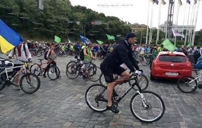 Фото: twitter.com/udarKlichko Мэр уже не в первый раз присоединяется к акции велосипедистов.