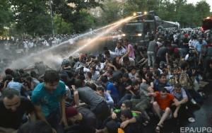 Протестующие пока остаются с пустующими руками. Министр энергетики страны признал невозможность корректировки тарифов